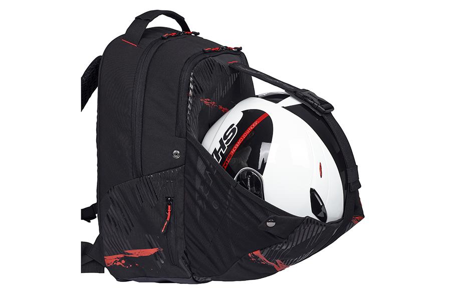 降車後にヘルメットを収納できるヘルメットホルダーがあります。