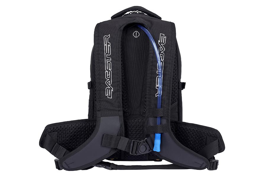 ウエストベルトを2箇所配備。ショルダーベルトや背中などライダーと接する面はメッシュ素材となっています。