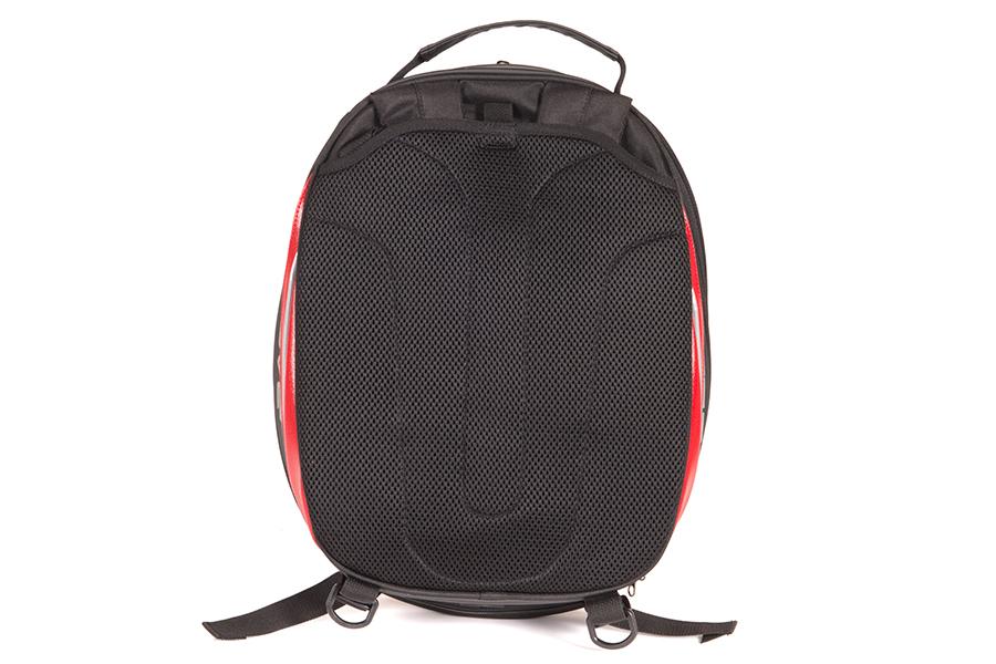 標準仕様のショルダーベルトは、専用の収納ポケットで管理ができます。