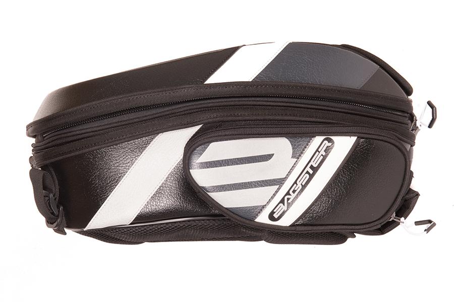 バッグの左右の側面には、収納ポケットがあります。