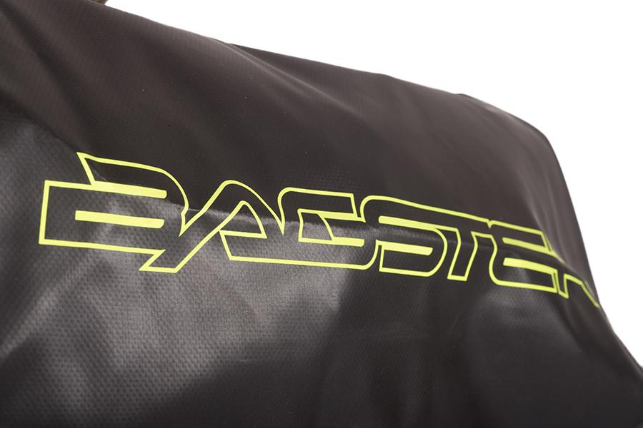 「BAGSTER」のロゴの部分は、リフレクター仕様です。