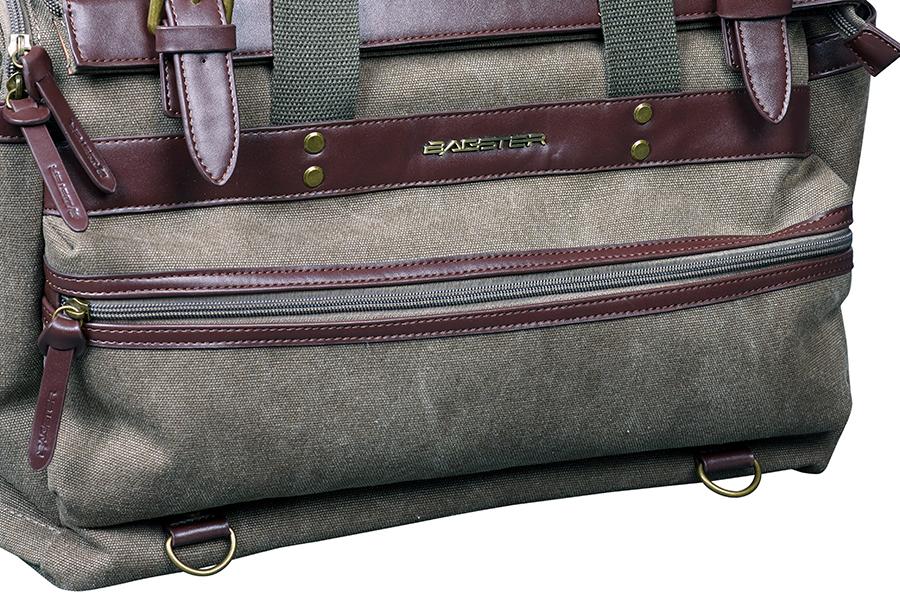 バッグの前面にも収納ポケットがあります。