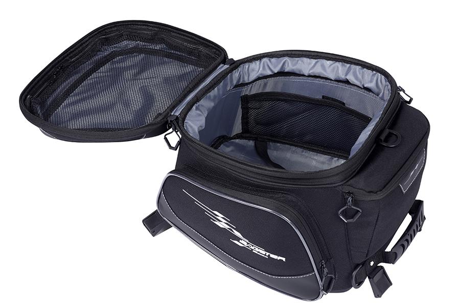 バッグの内装には、パッキングがしやすい仕切りがあります。