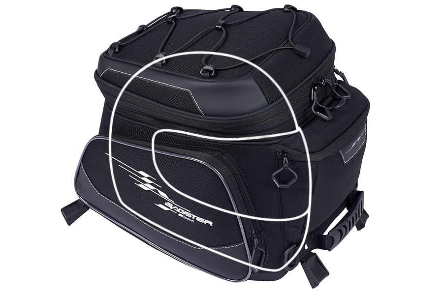 メインの収納ポケットは、フルフェイスヘルメットがおよそ1つ入るほどの収納スペースがあります。
