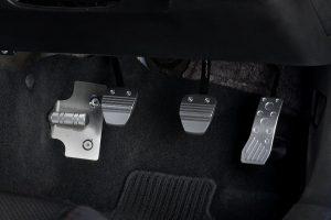 トヨタ86(型式:ZN6)/スバルBRZ(型式:ZC6)MT車のペダルコンプリート装着イメージ。