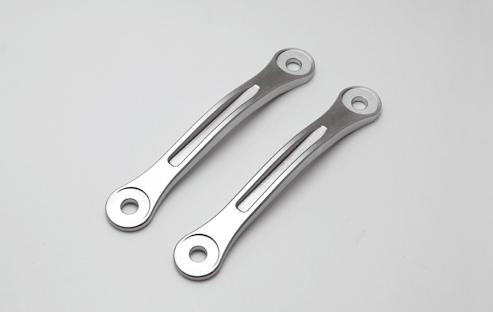対策品:純正品同等のスチールリンクプレートにする事により、 強度を保つと共に25mmのローダウンが可能。